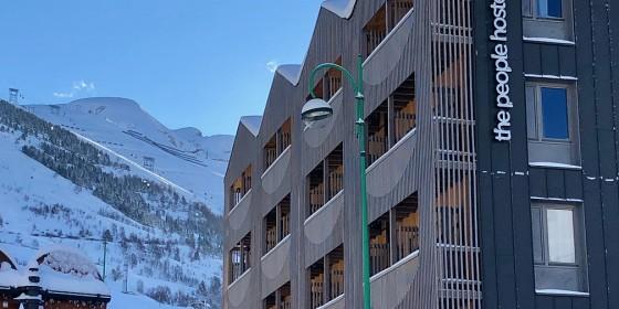 People Hostel | SkiBound School Skiing
