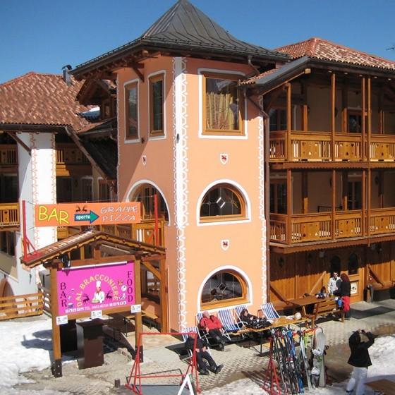 Active Hotel Garni dal Bracconiere external close, Folgarida
