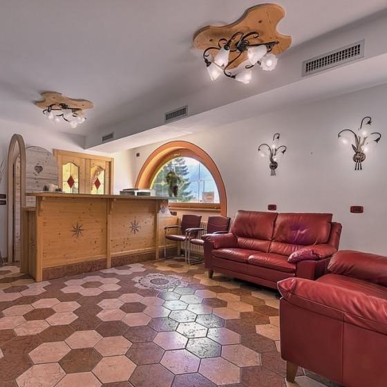 Active Hotel Garni dal Bracconiere reception, Folgarida