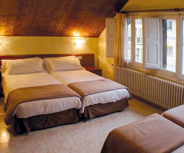 Hotel Oros Single Beds